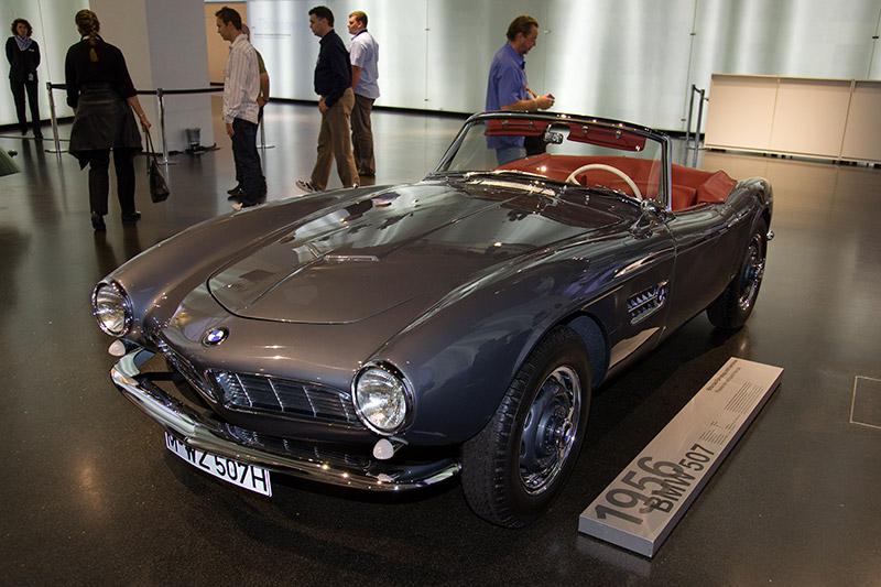 BMW 507, Bauzeit: 1956-59, Stückzahl: 251, V8-Motor, Hubraum: 3.168 ccm, 150 PS bei 5.000 U/Min., vmax: 190-220 km/h
