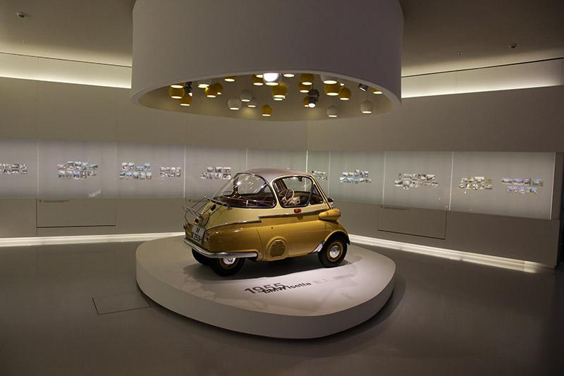 BMW Isetta 250 Standard, Bauzeit: 1955-57, Stückzahl: 26.646, 1-Zyl.-Viertakt-Motor, Hubraum: 245 ccm, 12 PS bei 5.800 U/Min., 85 km/h