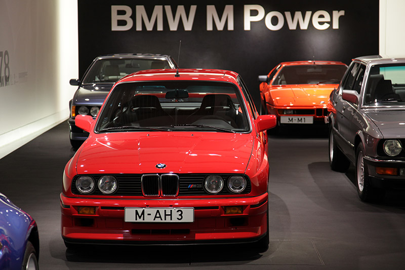 BMW M3 (E30), Bauzeit: 1986-89, Hubraum: 2.302 ccm, 200 PS bei 6.750 U/Min., 240 Nm bei 4.750 U/Min., vmax: 235 km/h
