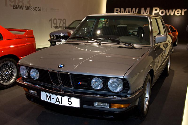 BMW M5 (E28), Bauzeit: 1985-87, 6-Zyl.-Reihenmotor, Hubraum: 3.453 ccm, 286 PS