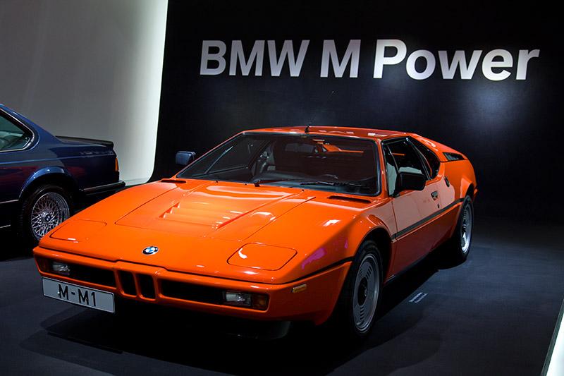 BMW M1 (E26), das erste BMW M Auto, Bauzeit: 1978-81, 6-Zyl.-Reihenmotor, Hubraum: 3.5 Liter, 277 PS, vmax: 265 km/h