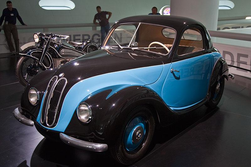BMW 531 1951, Stabilität: Als tragendes Element dient dem Prototyp BMW 531 ein neu entwickelter Zentral-Kastenrahmen, der den Wagen verwindungssteif und leicht macht.