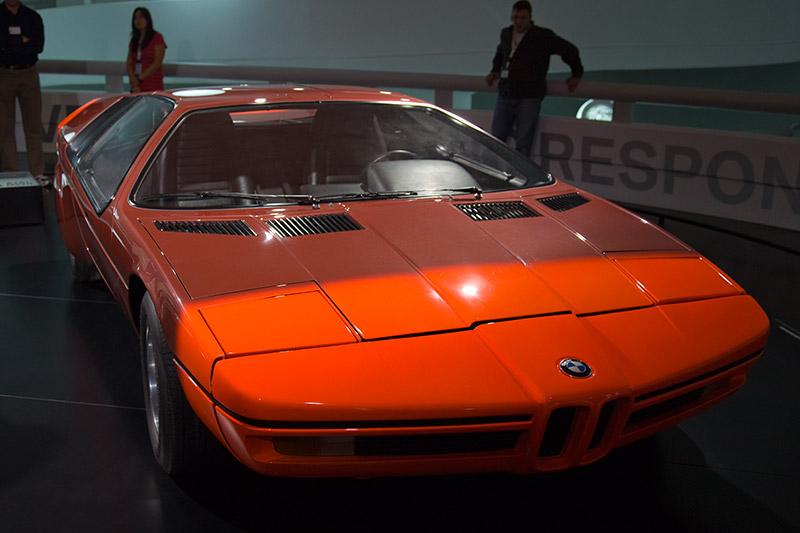 BMW Turbo 1972, mit vorne und hinten sich selbst regenerierenden Sicherheits-Knautschzonen mit hydraulischen Stoßdämpfern, die seit Ende der 80iger Jahre in allen BMWs serienmäßig sind.