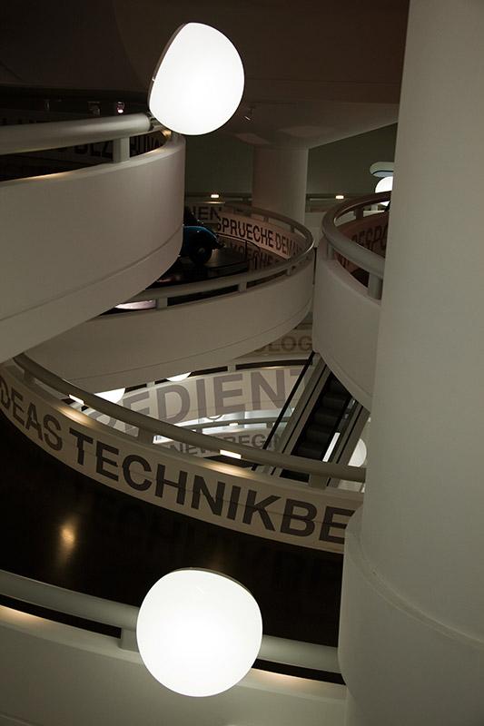 Blick in die denkmalgeschützte 'Schüssel' des BMW Museums