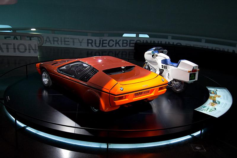 BMW Turbo 1972, Sicherheit auf Knopfdruck, innovativstes Detail ist die 'Sekundäranzeige 2', Vorläufer der Check Control