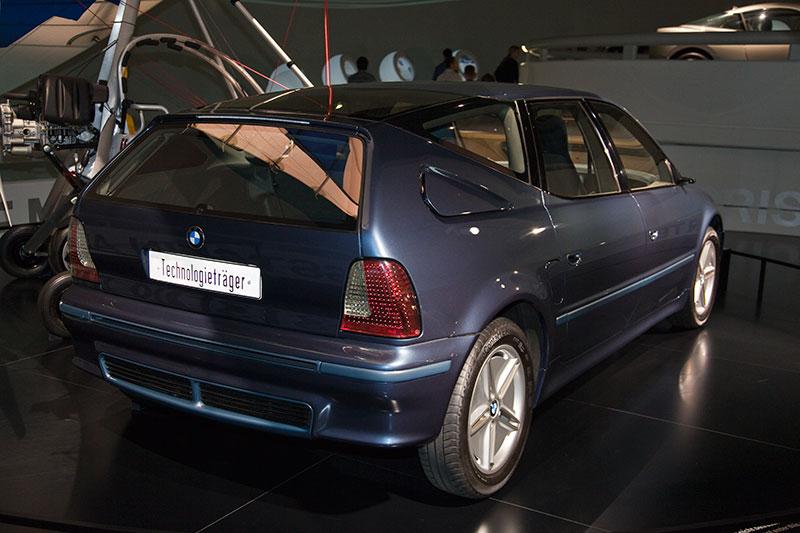 BMW Z22 2000, Technologieträger mit 70 Innovationen, u. a. Carbon SiC Bremsscheiben, Spritzguss-Kraftstoffbehälter, Fügekonzept Kleben, CFK-Sitzlehne vorne