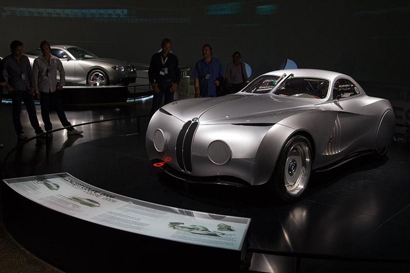 BMW Concept Coupé 2006, Karosserie besteht aus karbonfasergestärktem Kunststoff (CFK)