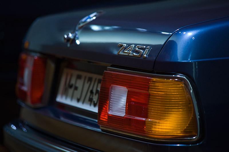 der BMW 745i ist ab 1980 das Spitzenmodell der ersten 7er-Reihe (Modell E23)