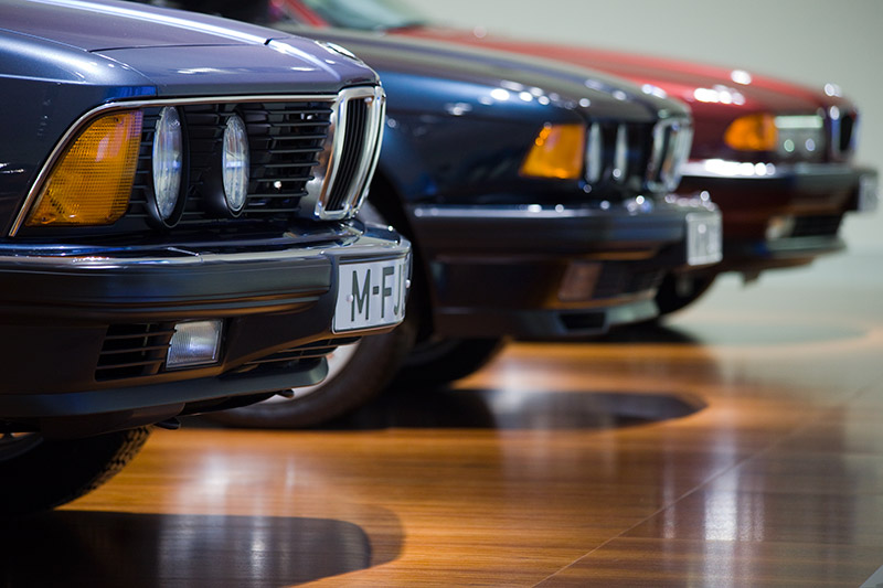 drei 7er-Modelle im BMW Museum: BMW 745i (E23), BMW 750i (E32) und BMW 730d (E38)