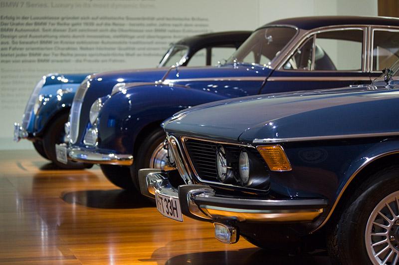 Vorgänger der BMW 7er-Reihe: der BMW 335, BMW 502 3,2 Liter Super und BMW 3,3 Li