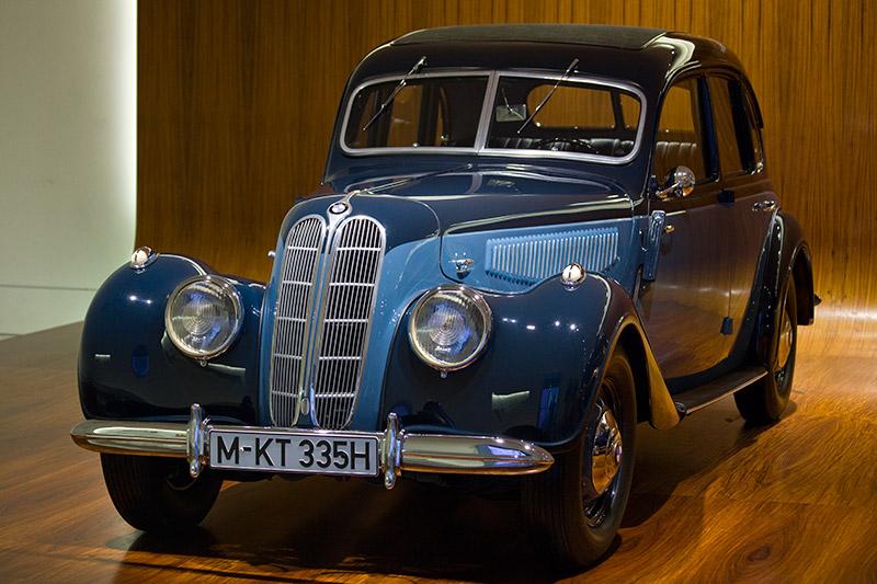 BMW 335, Bauzeit: 1939-41, Stückzahl: 233, 6-Zyl.-Reihenmotor, Hubraum: 3.485 ccm, 90 PS bei 3.500 U/Min., vmax: 145 km/h
