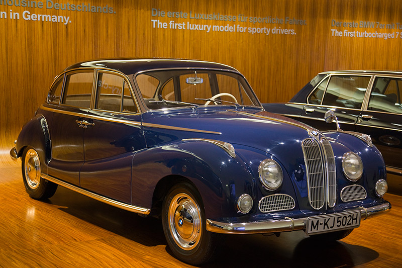 BMW 502 3,2 Liter Super, Bauzeit: 1957-61, Stückzahl: 1.323, V8-Zyl.-Motor, Hubraum: 3.166 ccm, 140 PS bei 4.800 U/Min., vmax: 175 km/h