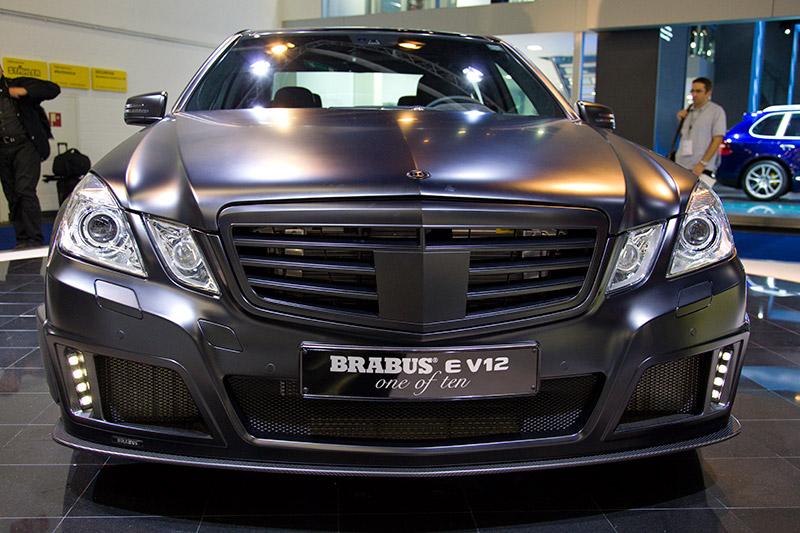 Brabus E V12 beschleunigt in 3,7 Sekunden von 0-100 km/h, in 9,9 Sek. auf 200 km/h und in 23,7