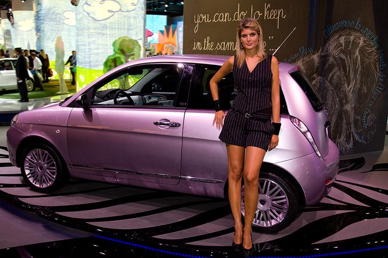 Cars und Girls, am Stand von Lancia