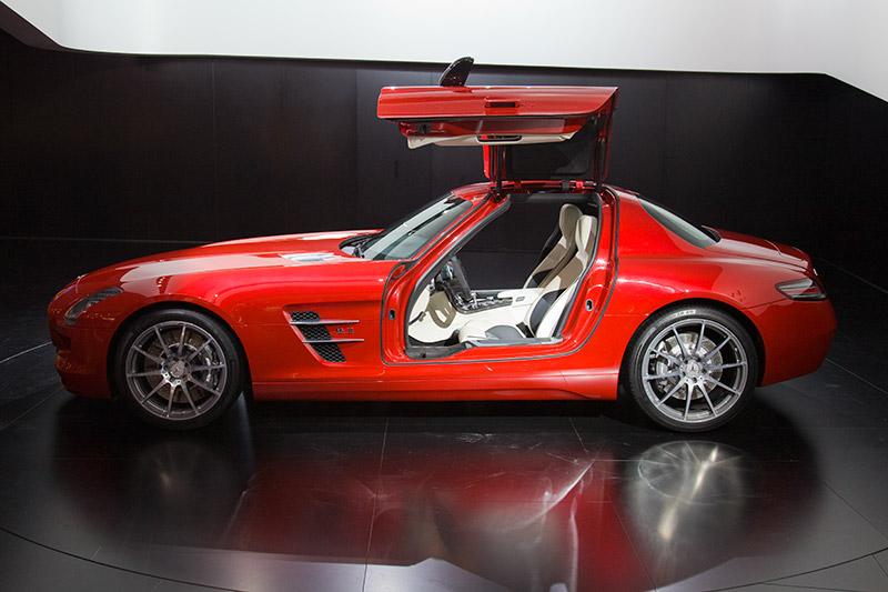 Mercedes SLS mit Motor zwischen Vorderachse und Fahrer für eine optimale Gewichtsverteilung