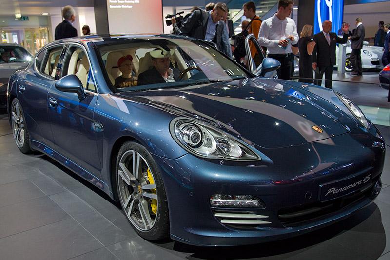 Porsche Panamera 4S, serienmäßig mit 7-Gang- Doppelkupplungsgetriebe