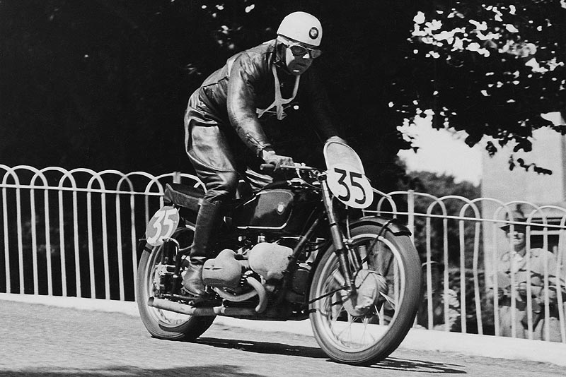 Jock West bei der Tourist Trophy (Senior TT) 1939