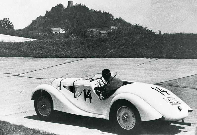 Ernst Henne, auf BMW 328, gewinnt das Eifelrennen 1936