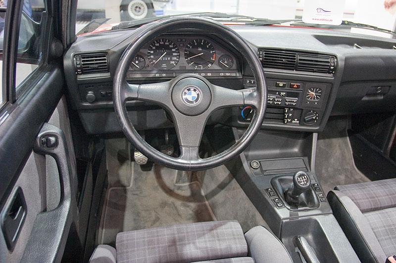 BMW 320i Cockpit