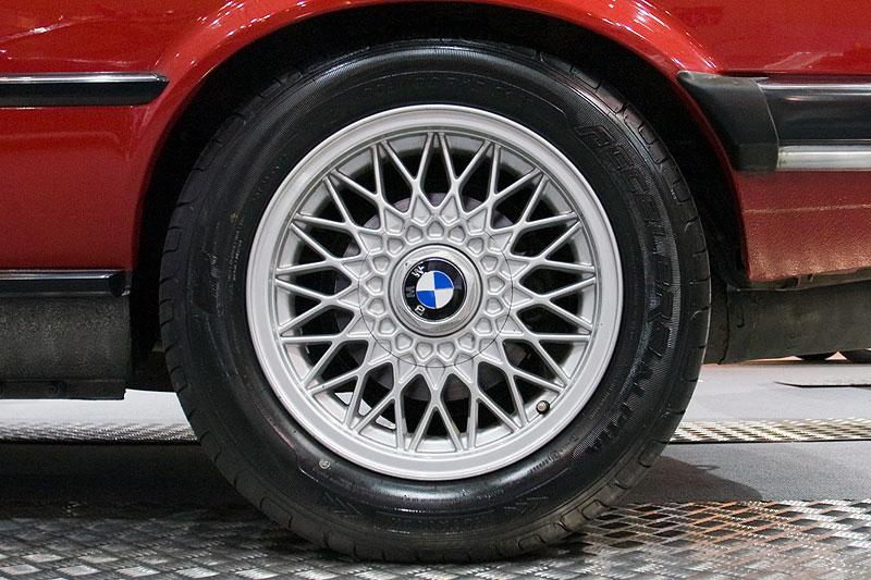 BMW 320i Cabrio, Rad