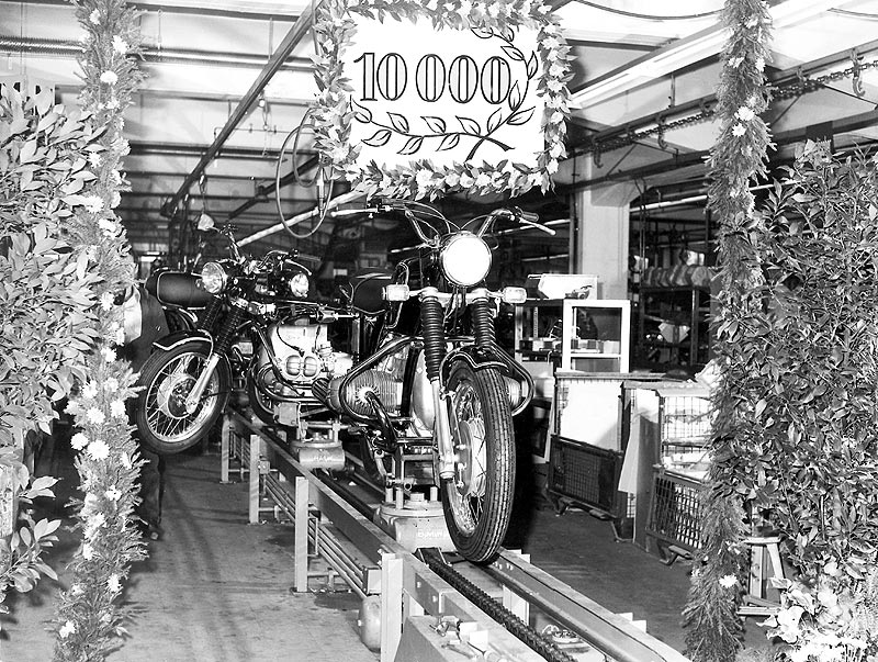 Produktionsjubiläum 10.000. Motorrad (/5-Baureihe) aus dem BMW Werk Berlin 1970