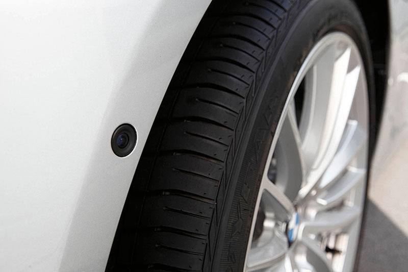 BMW 5er, Modell F10, ab 2010, Kamera im Kotflügel für Birdview