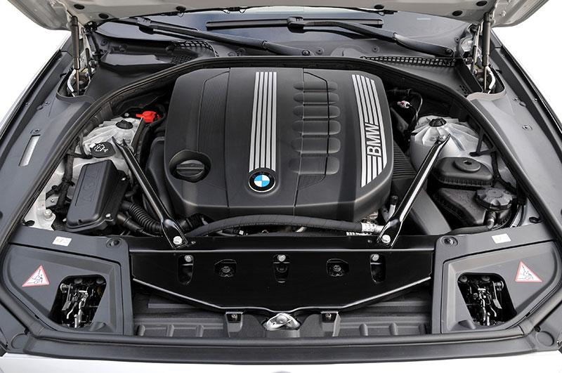 BMW 530d, Modell F10, ab 2010, Motorraum