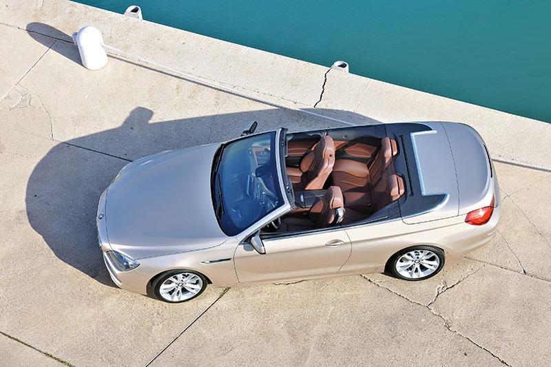BMW 6er Cabrio (F12), 74 mm länger, 39 mm breiter und 9 mm niedriger als sein Vorgänger (E64)