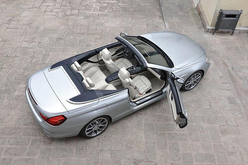 BMW 6er Cabrio (Modell F12), mit betontem Einzelsitz-Charakter im Fond, im Vergleich zum Vorgänger gibt es etwas mehr Beinfreiheit