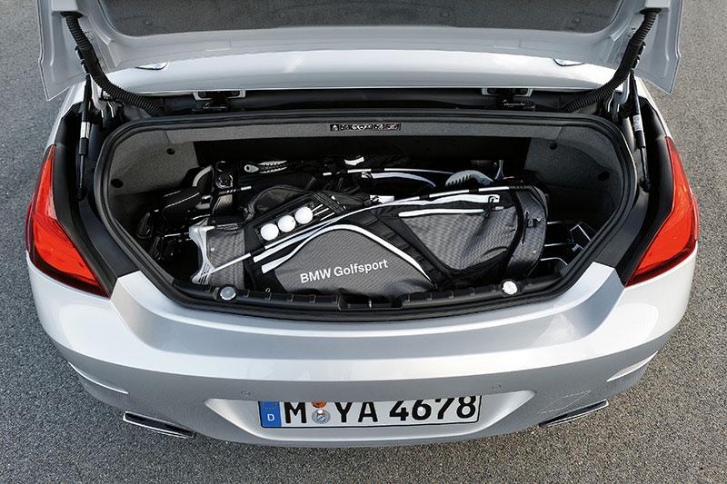Foto Bmw 6er Cabrio Mit 300 350 Liter Gro 223 Em Kofferraum Platz Genug F 252 R Zwei 46 Zoll Golfbag