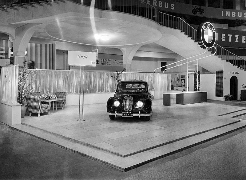 Premiere des BMW 501 'Barockengel' auf der IAA 1951