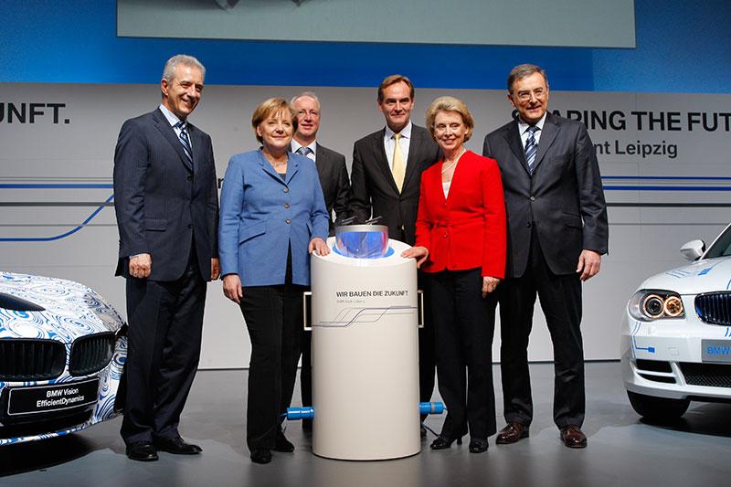 v. l.: Stanislaw Tillich, Bundeskanzlerin Dr. Angela Merkel, Manfred Erlacher, Burkhard Jung, Chris Gregoire, Dr. Norbert Reithofer