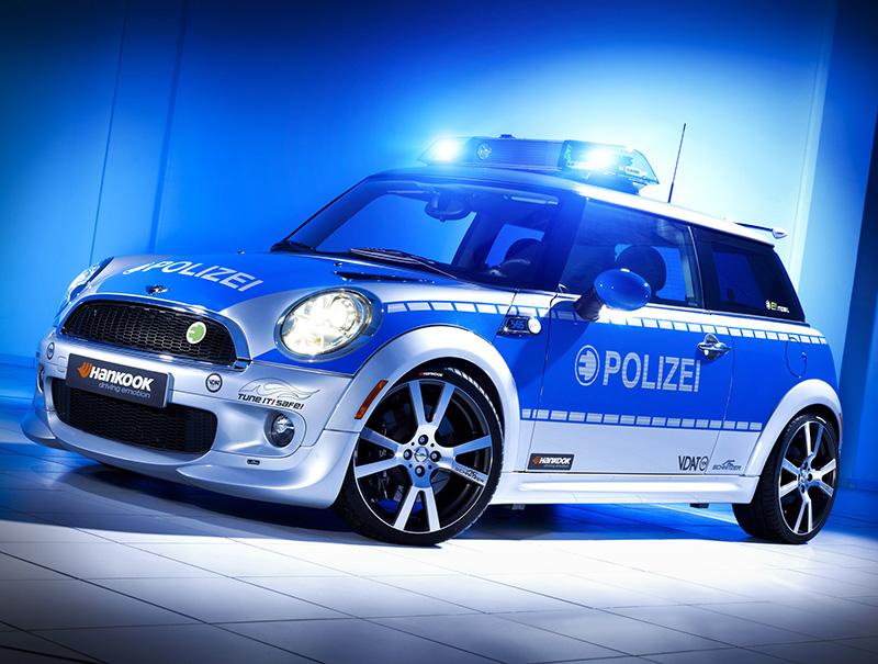 MINI E als Polizei-Einsatzwagen, Pressefoto
