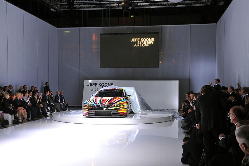 Das 17. BMW Art Car bei seiner Weltpremiere im Centre Pompidou in Paris