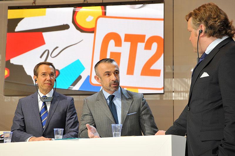 Von links nach rechts: Jeff Koons und Alain Seban, Präsident des Centre Pompidou, bei der Pressekonferenz des 17. BMW Art Car im Centre Pompidou in Paris