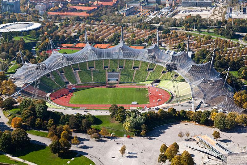 Blick auf das Münchner Olympiastadion vom Olympiaturm aus