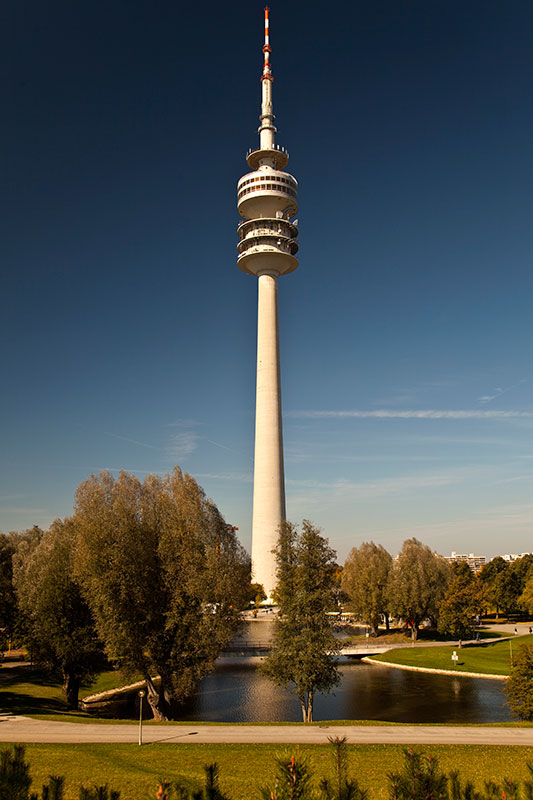 Münchner Olympiaturm - direkt gegenüber der BMW Welt