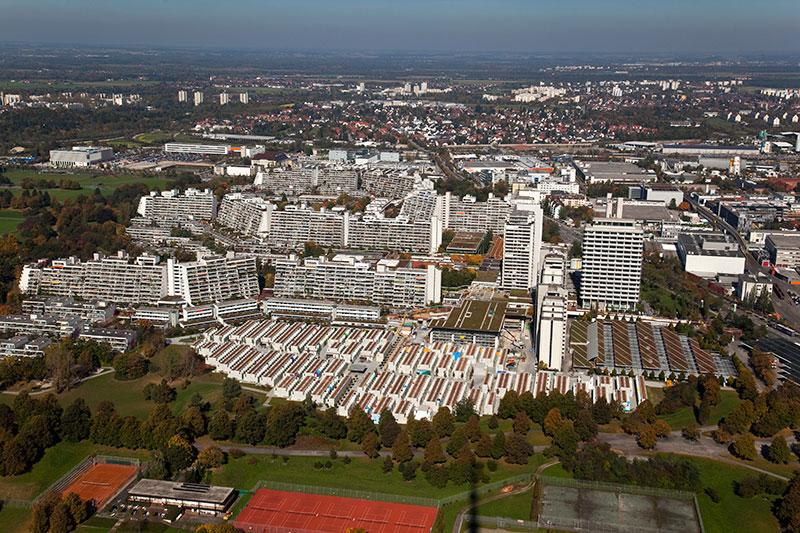 Blick auf das ehemalige olympische Dorf vom Olympiaturm aus
