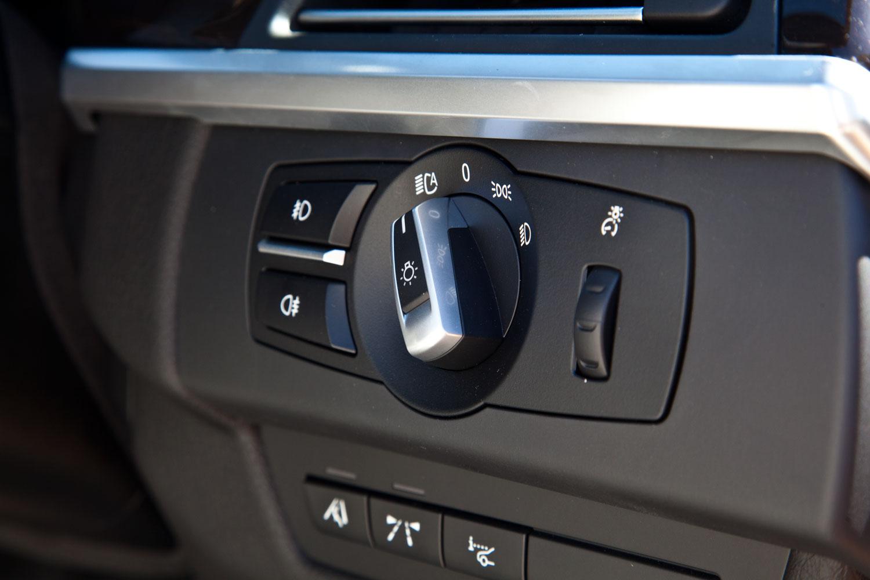 foto lichtschalter im bmw 650i cabrio der serienm ig mit tagfahrlicht ber die led. Black Bedroom Furniture Sets. Home Design Ideas