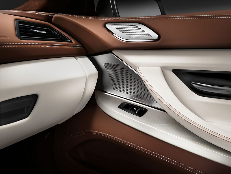 Interieur: BMW Individual Volllederausstattung Opalweiß mit Amarobraun, High End Surround Sound System von Bang und Olufsen