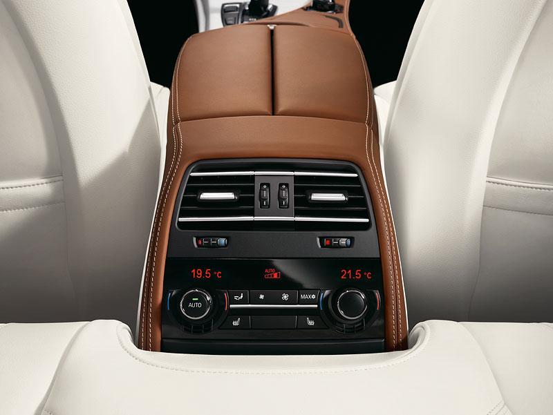 Das neue BMW 6er Gran Coupé, Interieur: Sitzheizung Fond (optional), BMW Individual Volllederausstattung Opalweiß mit Amarobraun