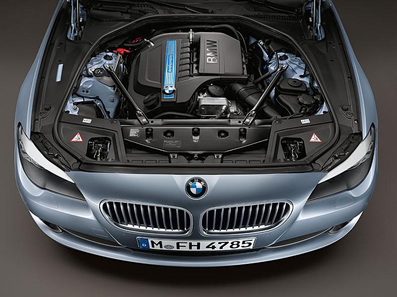 BMW ActiveHybrid 5, 6-Zylinder Benzin-Motor kombiniert mit einem Elektromotor