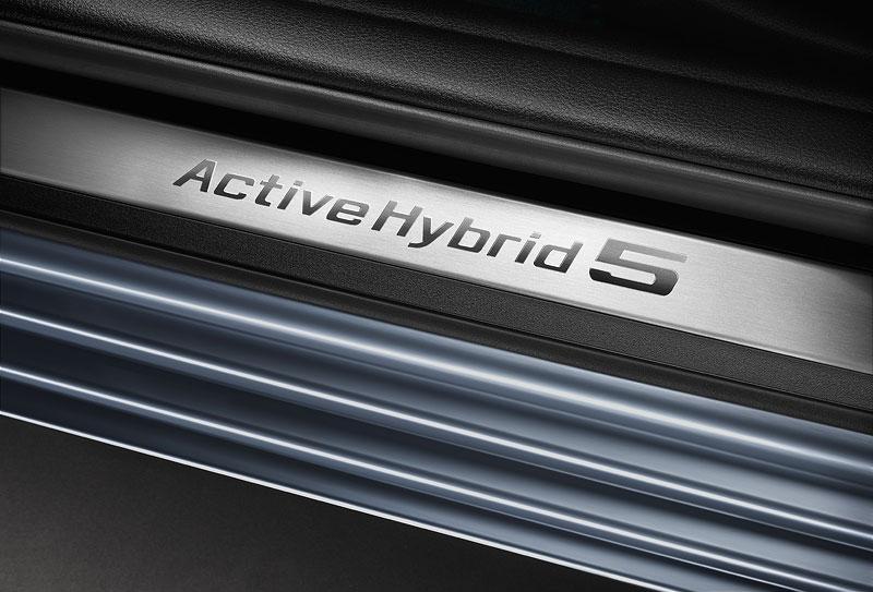 BMW ActiveHybrid 5, Einstiegsleiste