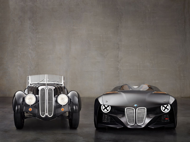 BMW 328 neben BMW 328 Hommage