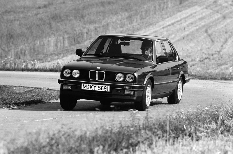 Sein Sechszylinder-Motor gilt als Beispiel für optimale Laufruhe: erster BMW 325i
