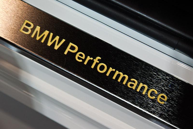BMW 1er (E87) mit BMW Performance Türeinstiegsleiste Edelstahl (525 Euro)