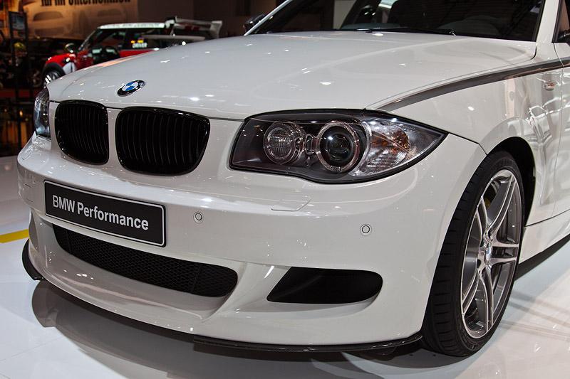 BMW 1er (E87) mit BMW Performance Frontschürze (607 Euro)