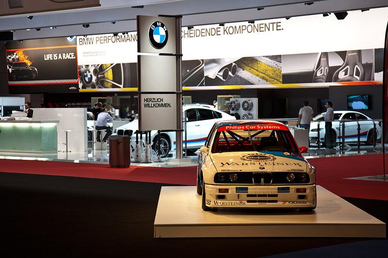 BMW M3 DTM (E30) vor dem BMW Messe Stand auf der Essen Motor Show 2011