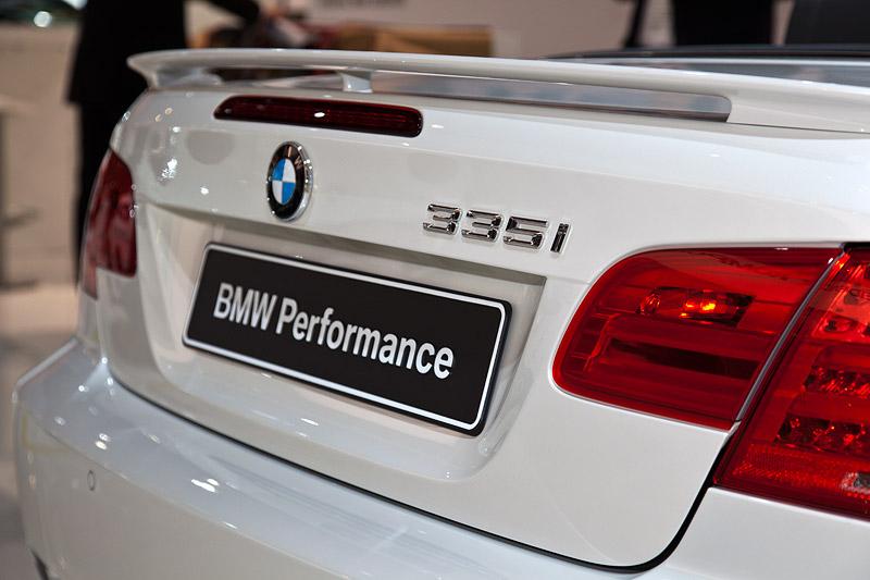BMW 335i Cabrio Performance mit BMW Performance Heckspoiler (244 Euro)