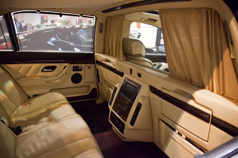 Foto: BMW 750iL L7 (E38), mit Trennscheibe, Zweithörer im Fond ...